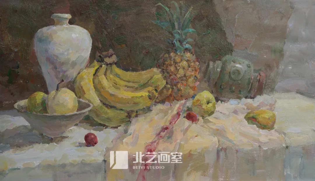 水粉色彩静物写生——香蕉、菠萝、梨、罐子