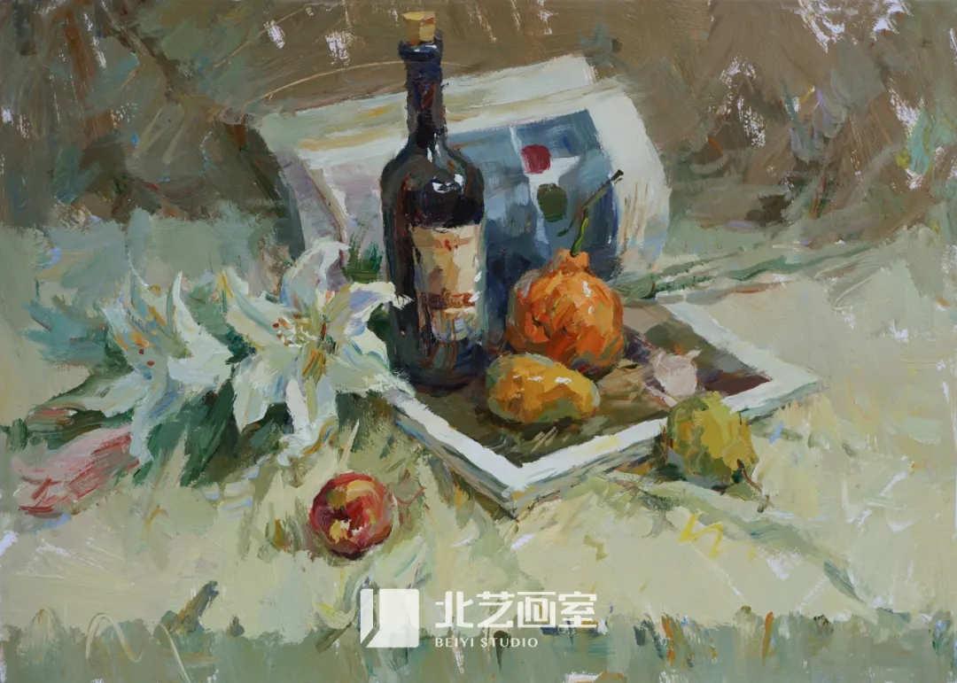 水粉色彩静物写生——苹果、橘子、酒瓶、花