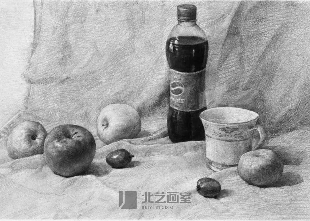 素描静物——可乐瓶、水果、茶杯组合训练作品