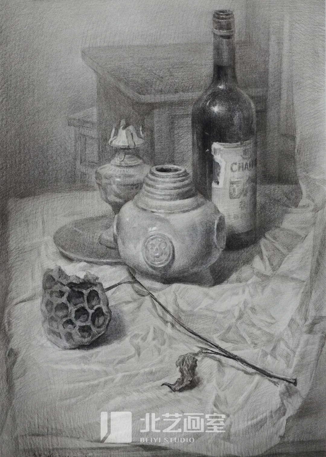 素描静物——莲蓬、红酒瓶、罐子组合训练作品