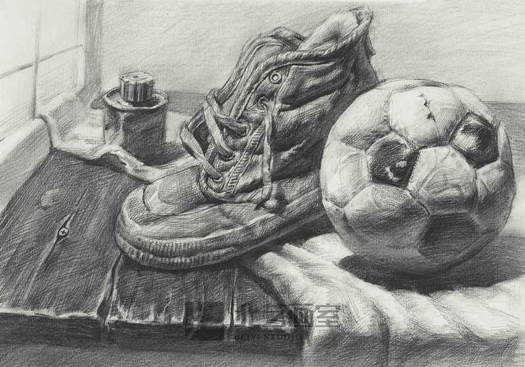 描静物组合作品赏析——鞋子、足球、胶水